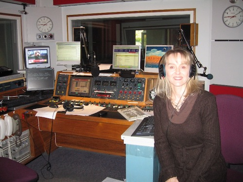 Lysette Offley talks about Cognitive Hypnotherapy for permanent and rapid results on BBC Radio Oxford 09.04.08.
